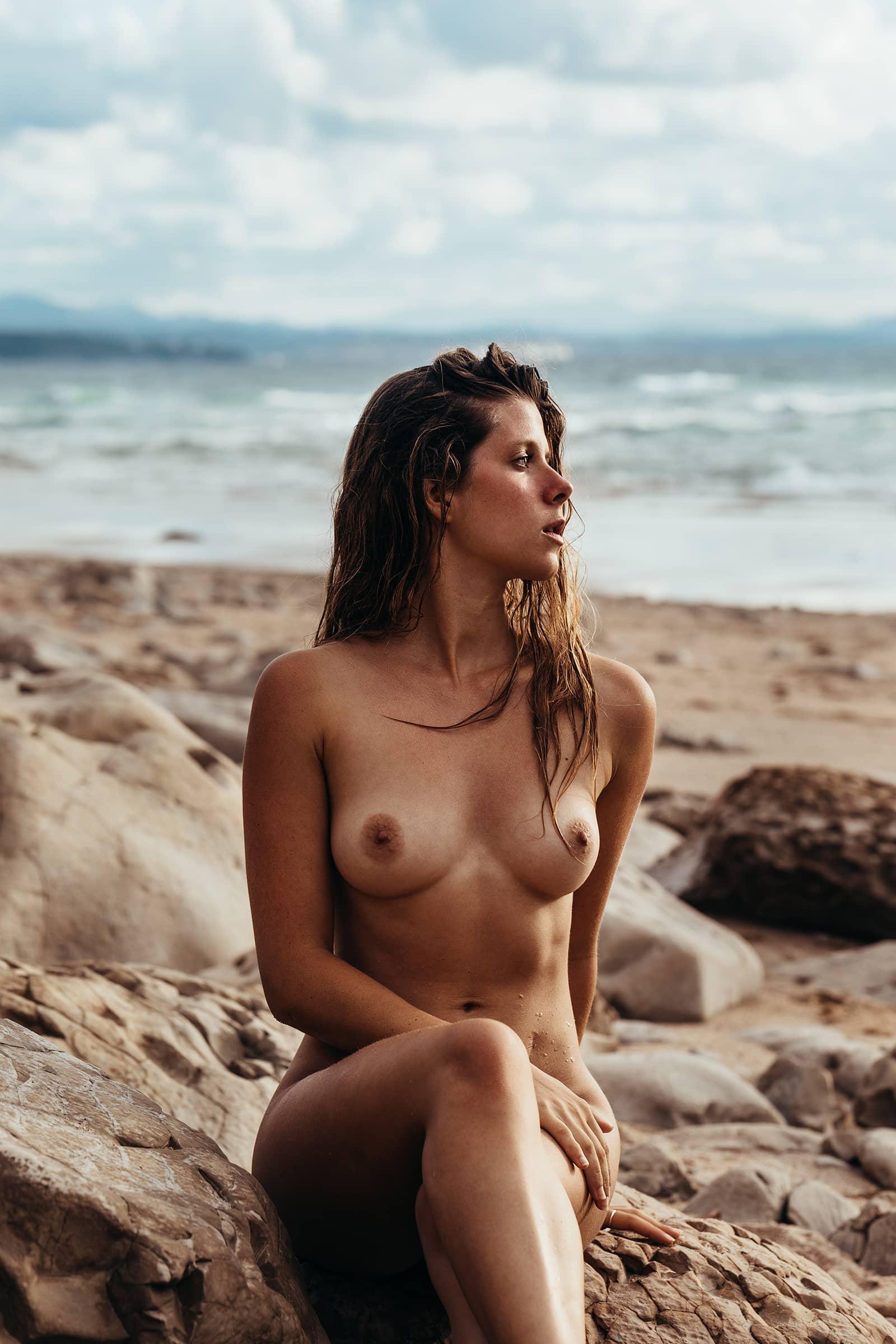 portrait nue plage à biarritz